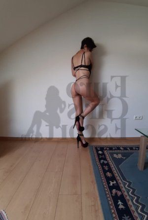 Nesrine escort in Effingham IL & happy ending massage