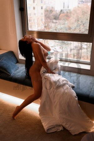Evanie live escort, thai massage