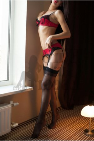 Guilia live escorts in Palisades Park & nuru massage