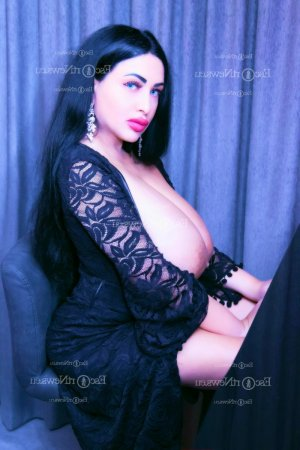 Typhen escort girl in Alma Michigan and thai massage