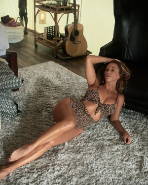 Crestina erotic massage in Ludington, escort girl